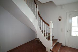 Holz-Beton-Treppe